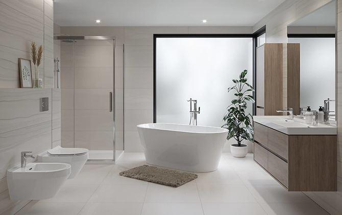 Nowoczesna łazienka w jasnych kolorach z wanną wolnostojącą