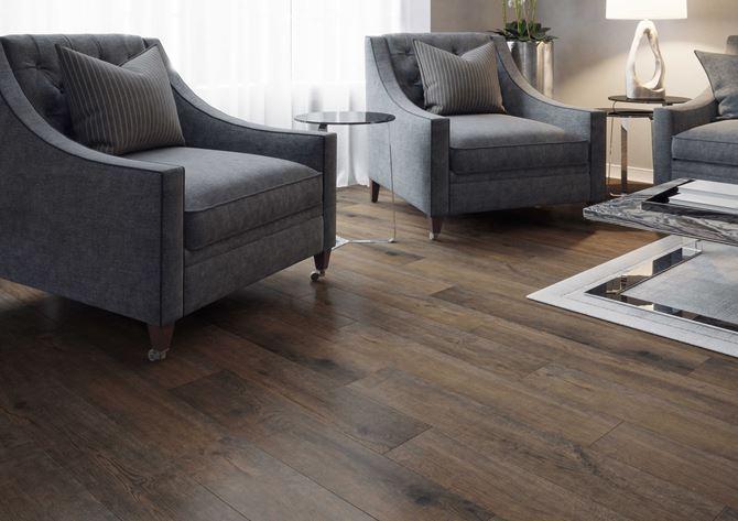 Salon z drewnianą podłogą z kolekcji Fuerta