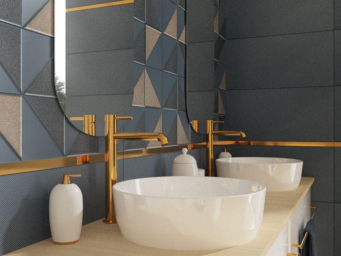 Złote listwy i armatura w łazience