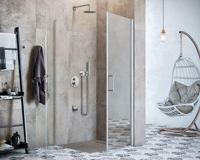 Strefa prysznicowa w beżowej łazience