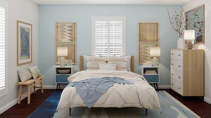Sypialnia z białymi okiennicami