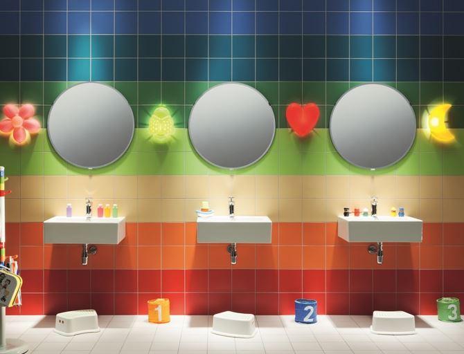 Wzory i kolory w łazience zachęcają dziecko do nauki samodzielności i dbania o higienę osobistą. Fot. Tubądzin