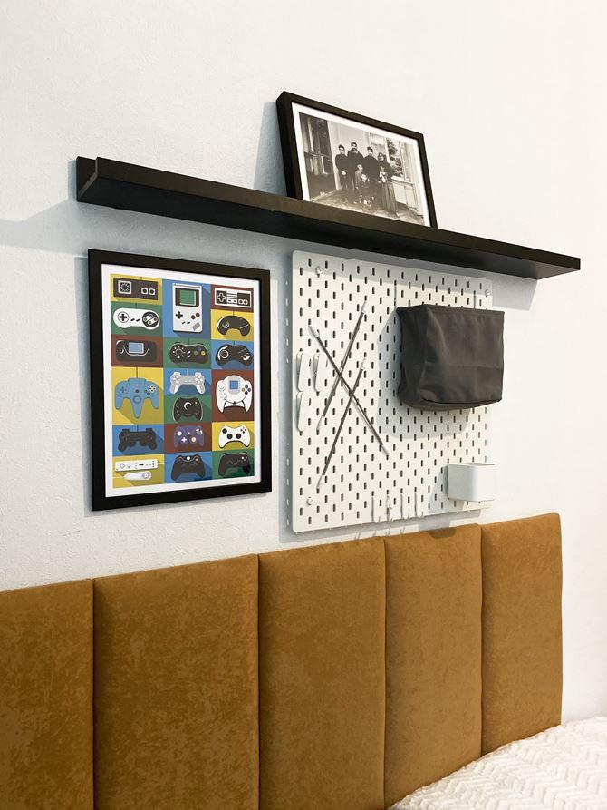 Półki i tablica na przybory szkolne