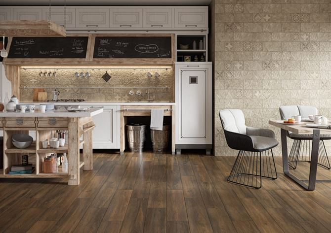 Kuchnia retro z patchworkiem i drewnem