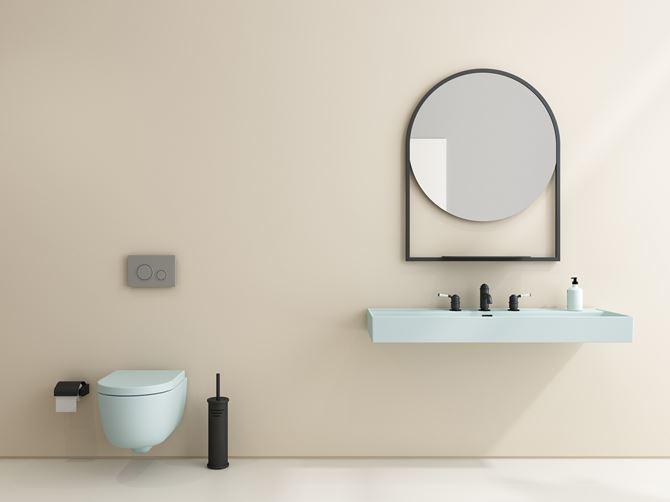 Beżowa łazienka z błękitną ceramiką