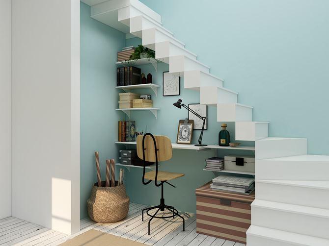 Kącik do pracy pod schodami