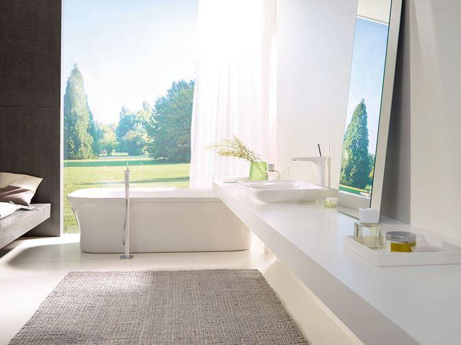 Aranżacja białej łazienki Hansgrohe PuraVida