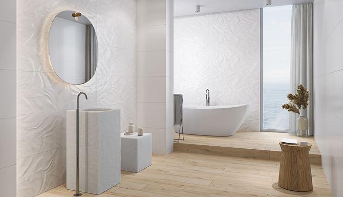 Łazienka w stylu skandynawskim z białymi płytkami w strukturze