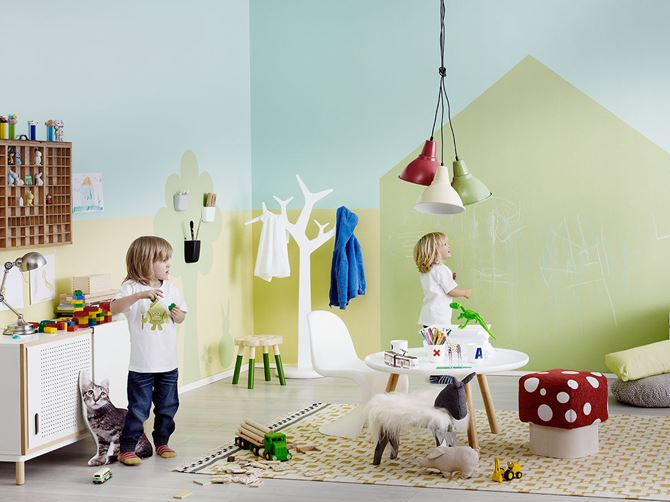 Pokój dziecięcy z zieloną farbą tablicową