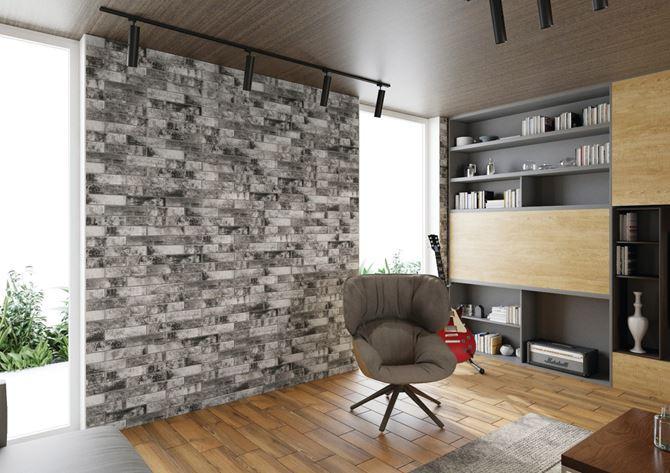Salon w stylu loft z ciemną, ceglaną ścianą