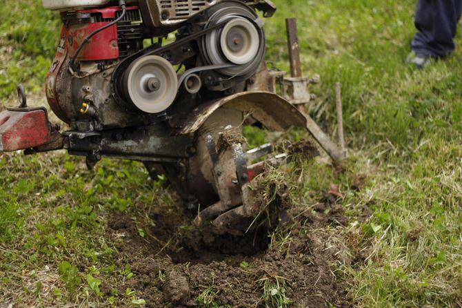 motocultivator-1159845_1920.jpg