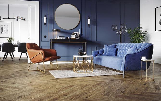 Granatowy salon glamour z drewniana podłogą