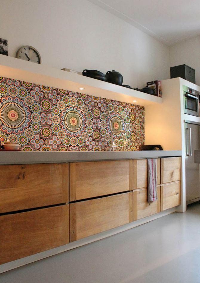 Kuchnia z tapetą w stylu marokańskim Lime Lace