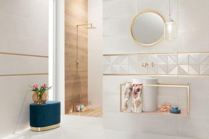 Biała łazienka ze złotymi akcentami