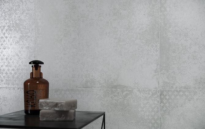 Betonowa płytka z delikatnym wzorem