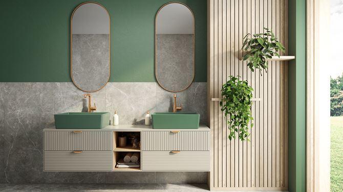 Kamień i zieleń w stylowej łazience z oknem