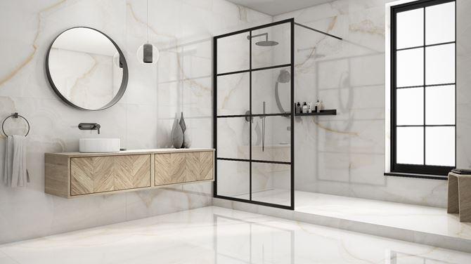 Przestronna łazienka w wielkoformatowym marmurze