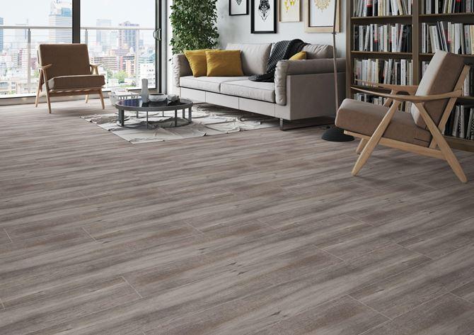 Drewnopodobne płytki w salonie - Cerrad Mattina