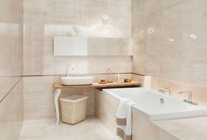 Beżowa łazienka z płytkami w delikatnych wzorach