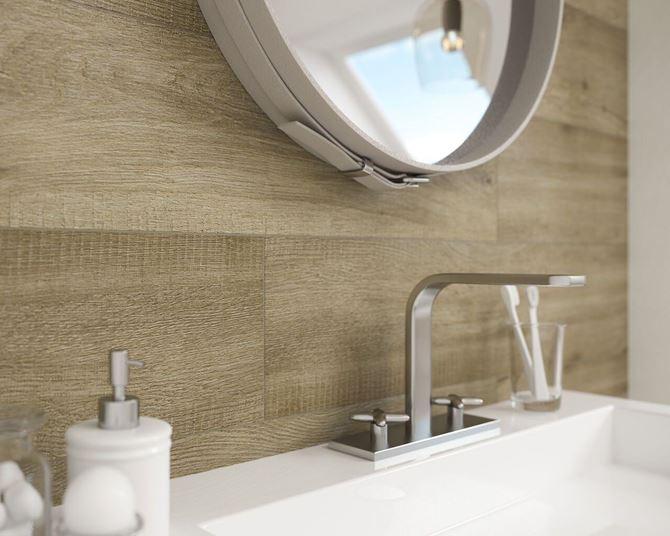 Drewno i biel w łazience - Paradyż Tammi