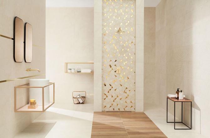Beżowa łazienka z oryginalną mozaiką ze złotymi elementami
