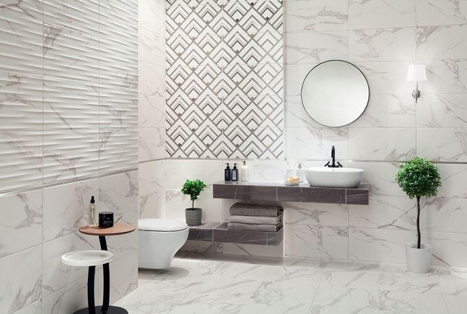 Marmurowa łazienka z dekorami