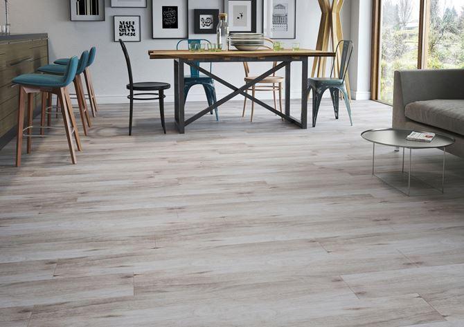 Subtelność jasnego drewna w kolekcji Cerrad Mattina