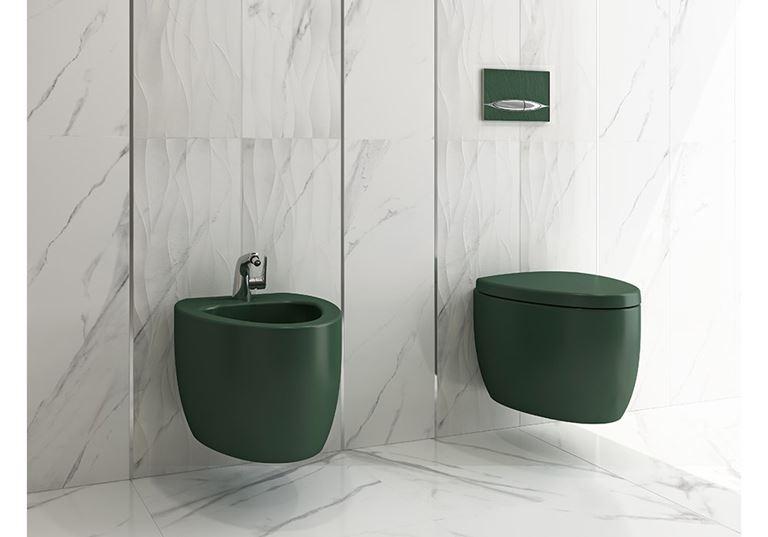 Łazienka w marmurze z zieloną ceramiką