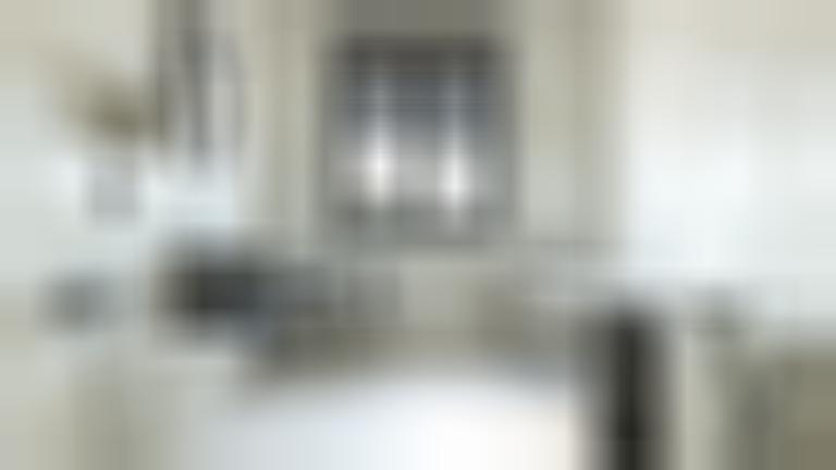 Łazienka z oknem z kolekcją Opal