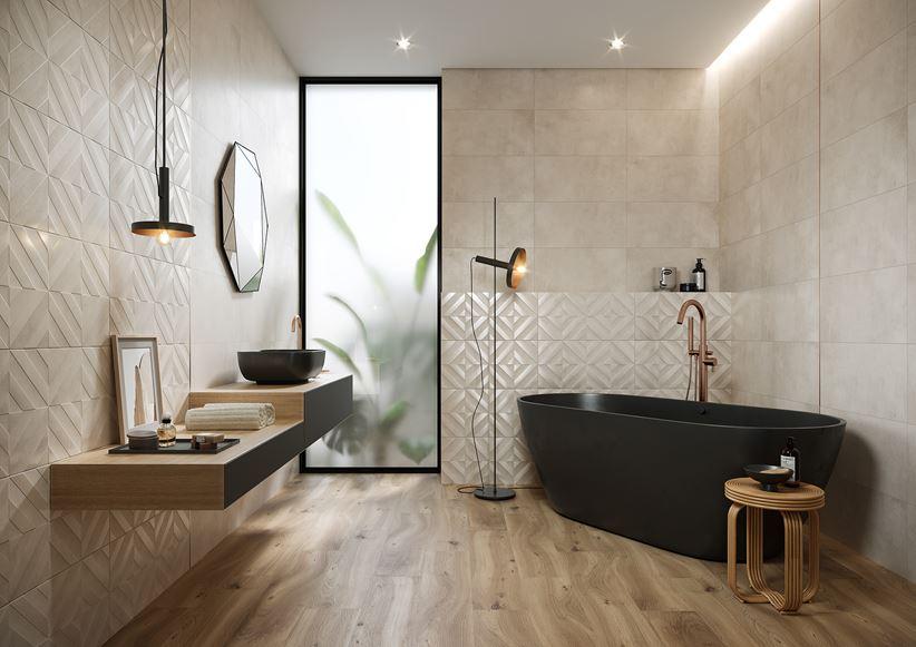 Beżowa łazienka glamour ze strukturą i drewnem