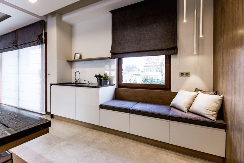 Pomysł na zlewozmywak pod oknem w kuchni