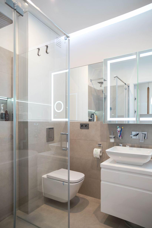 Mała łazienka w jasnej kolorystyce