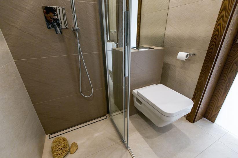 Mała łazienka w beżach