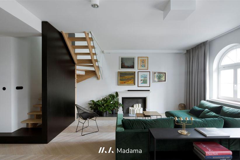 Dwupoziomowy apartament - pomysł na schody