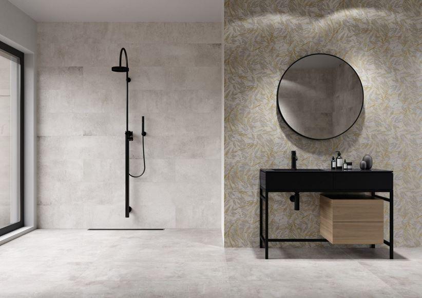 Jasna łazienka w industrialnym stylu z florystycznymi dekorami