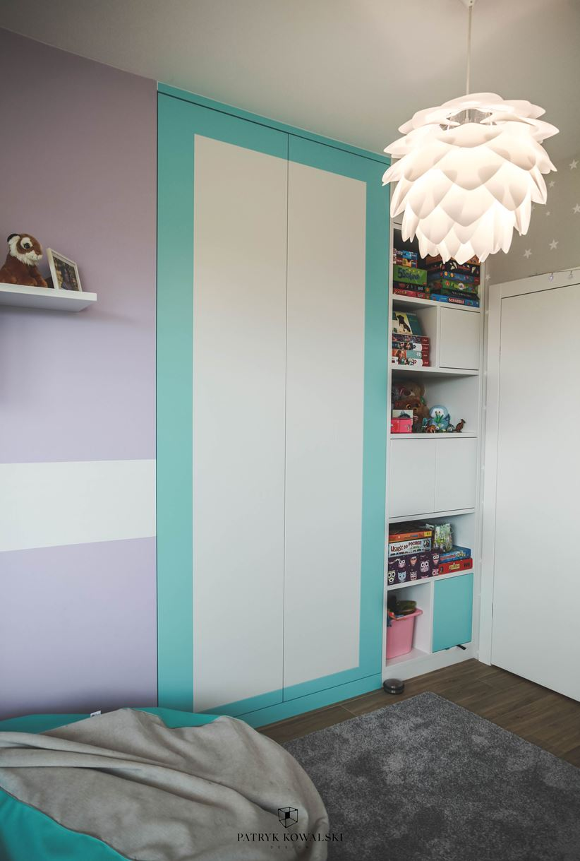 Praktyczna garderoba w pokoju dziecięcym
