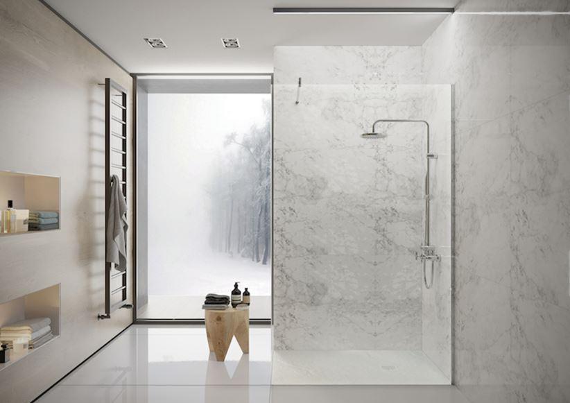 Łazienka z marmurową strefą kąpielową