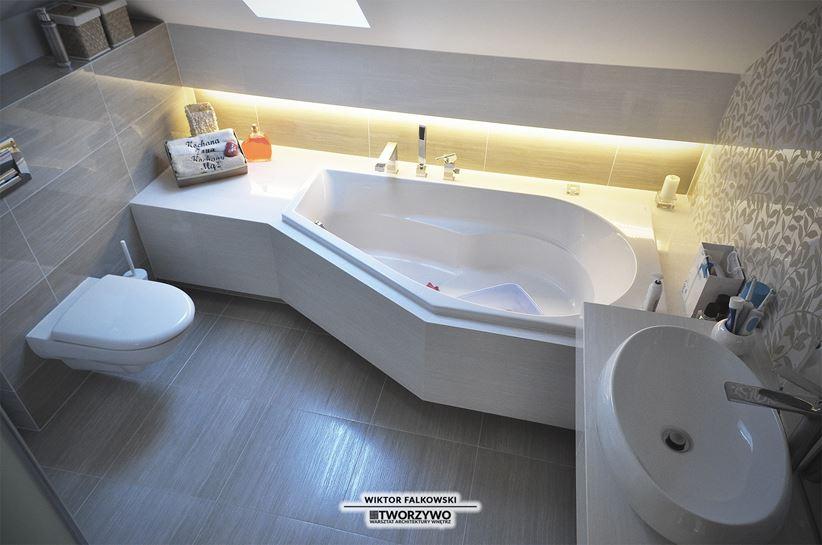 Łazienka z prostokątną wanną asymetryczną