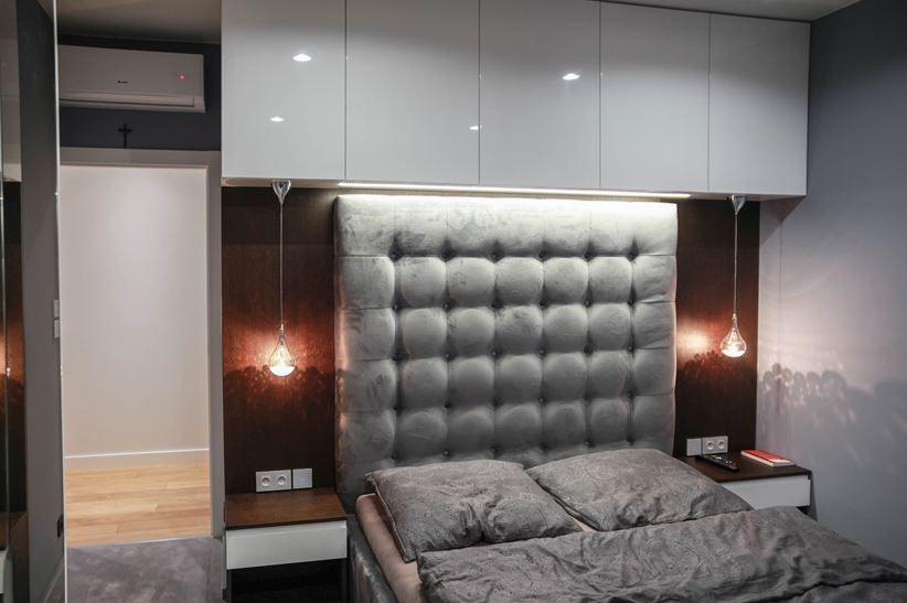 Nastrojowa sypialnia glamour w odcieniach szarości