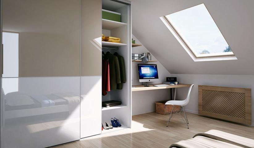Miejsce do pracy w sypialni na poddaszu