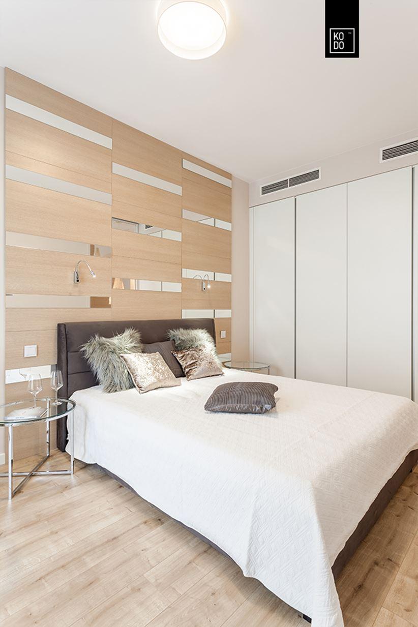 Sypialnia z dekoracyjną ścianą