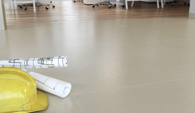 Jasnoszara podłoga w biurze