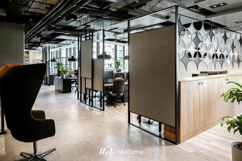 Przestrzeń biurowa w projekcie Madama