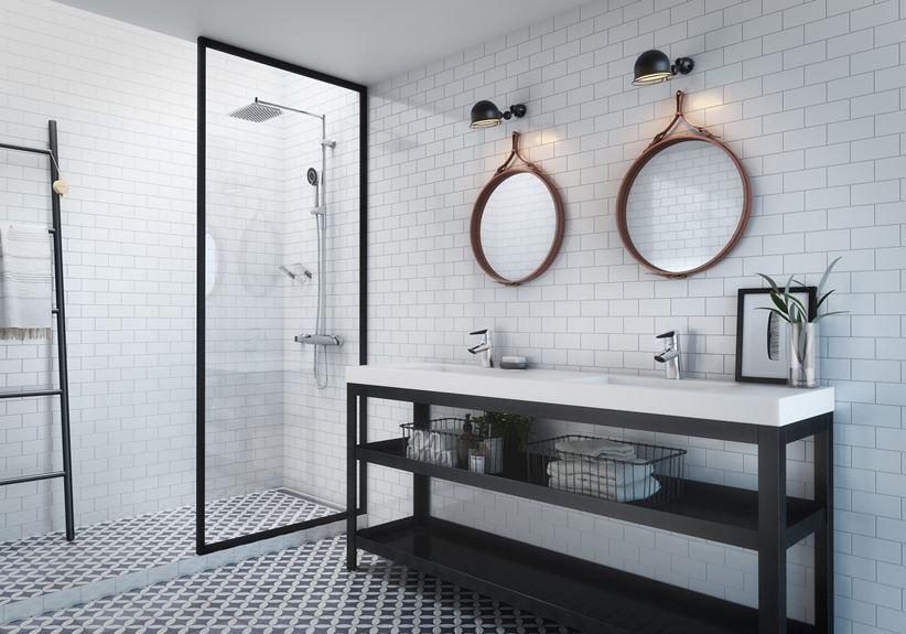 Aranżacja jasnej łazienki w cegiełce