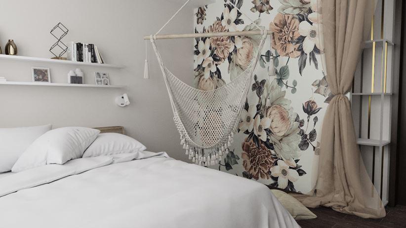 Hamak w sypialni z romantyczną tapetą