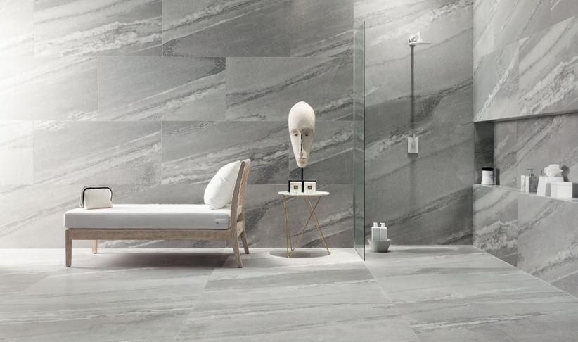 Szara łazienka z płytką wielkoformatową Tubądzin Scoglio Grigio