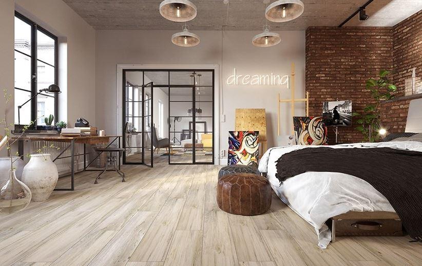 Drewno i cegła w loftowej sypialni