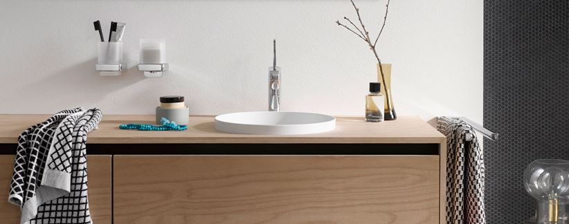 Strefa umywalkowa z akcesoriami łazienkowymi Emco Trend