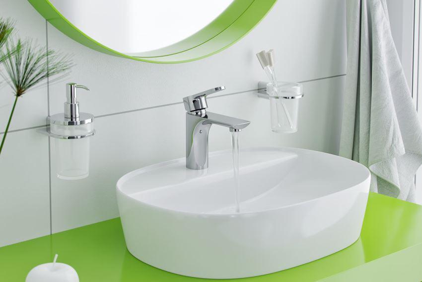 Kubek szklany wiszący Excellent Kobo DOEX w łazience