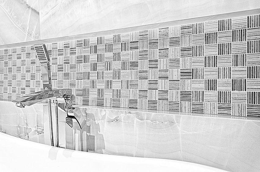 Aranżacja łazienki z mozaiką Woodstone Grey Tatami 48